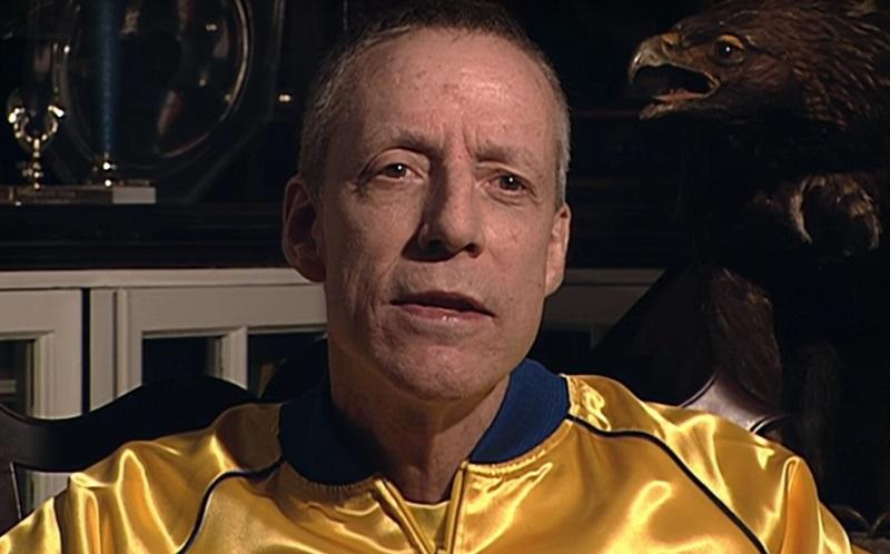 Team Foxcatcher (2016) – Com entrevistas e cenas de vídeos de amigos e familiares é revelada a trajetória de John E. du Pont, fundador milionário da equipe Foxcatcher. - Crédito: Divulgação/33Giga/ND
