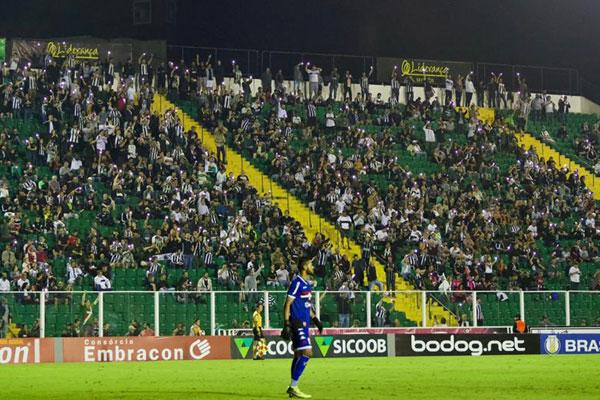 A torcida só vai voltar a ver o Figueirense em campo após a Copa América - Matheus Dias/FFC/divulgação