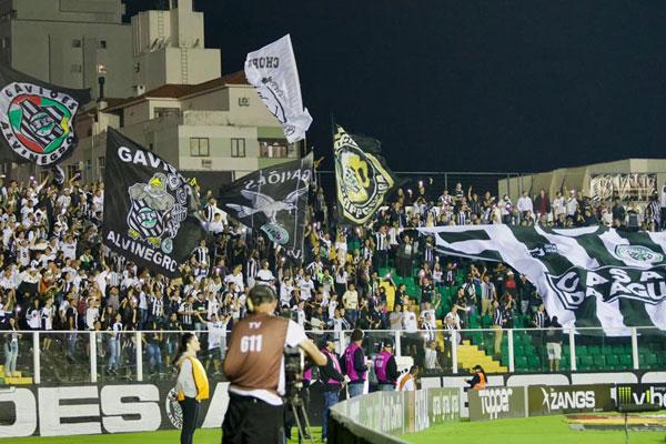 O Figueirense entrou em campo sabendo que conseguiria chegar ao G-4, mas encostou nos líderes - Matheus Dias/FFC/divulgação