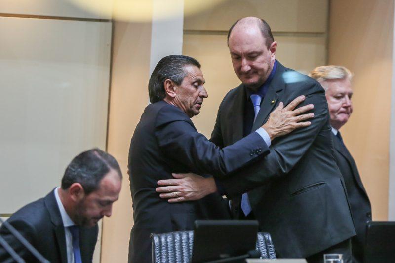 Recebe cumprimento de Mauro de Nadal - Fábio Queiroz/Agência AL/ND