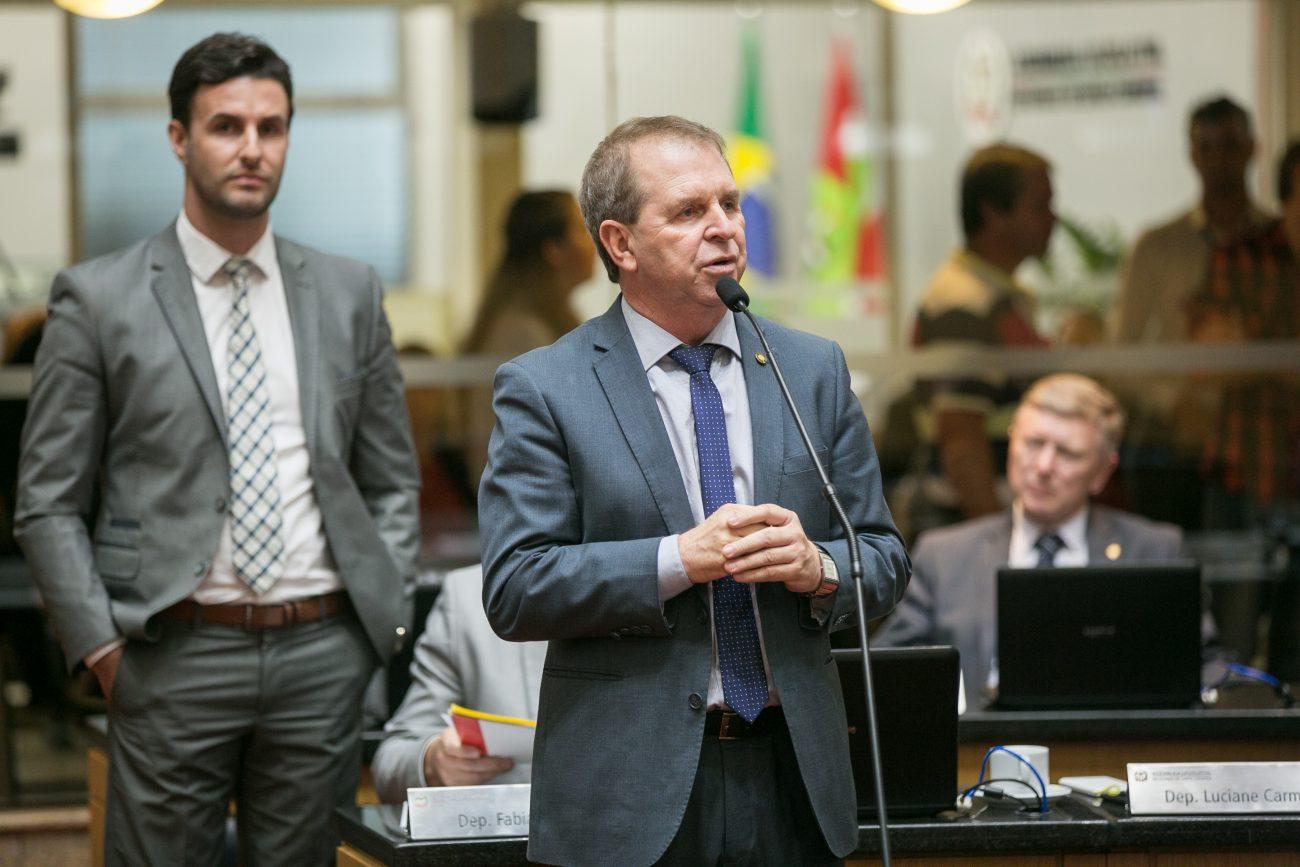 Felipe Estevão, ao fundo, e Maurício Eskudlark - Rodolfo Espínola/Agência AL/ND