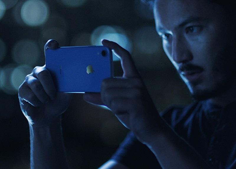 iPhone Xr – Setembro de 2018: Em uma pegada à la iPhone SE, o modelo apresenta boa parte das especificações e robustez dos últimos lançamentos só que em uma carcaça menor e feita em alumínio. Sendo assim, também é mais barato (a partir de R$ 5.199). O smartphone tem visor LCD de 6,1 polegadas, câmera traseira e única com 12 megapixels, e três opções de armazenamento (64 GB, 128 GB e 256 GB). É o primeiro a abandonar o 3D Touch. - Crédito: Divulgação/33Giga/ND