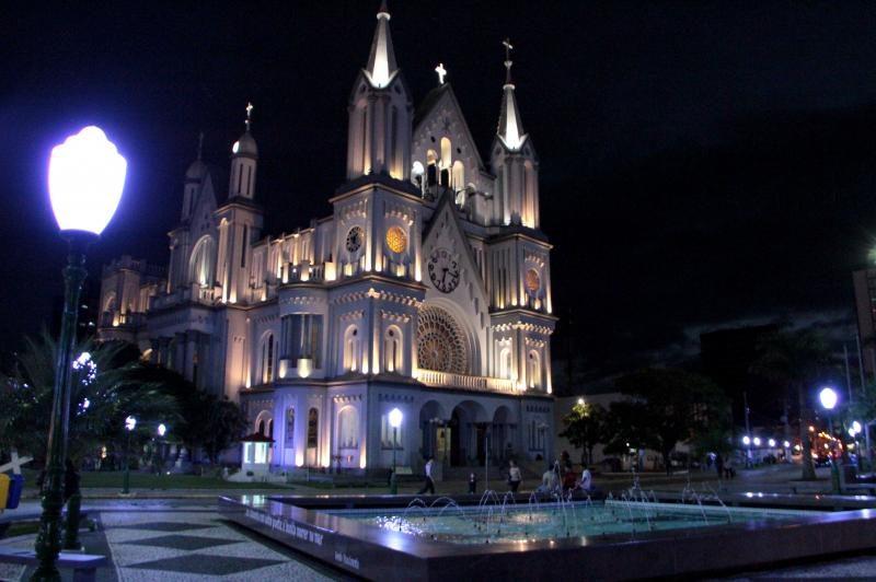A Praça da Igreja Matriz é o principal ponto turístico de Itajaí e é um belo lugar para um encontro romântico - Prefeitura de Itajaí / Divulgação