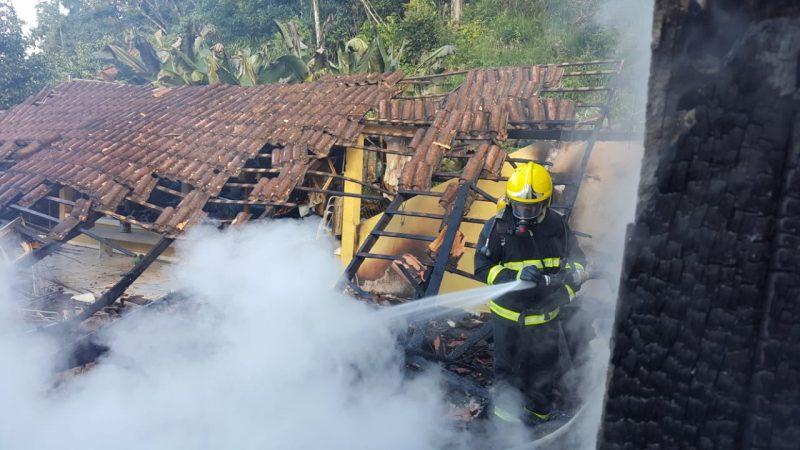Incêndio - Corpo de Bombeiros Militar de Itapoá/Divulgação/ND