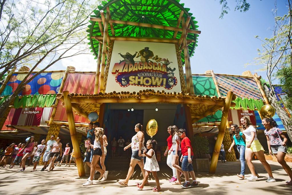 Os visitantes do parque podem conhecer de perto os personagens da animação Madagascar. um espetáculo com eles pode ser visto no espaço Madagascar Circus Show - Divulgação - Divulgação/Rota de Férias/ND