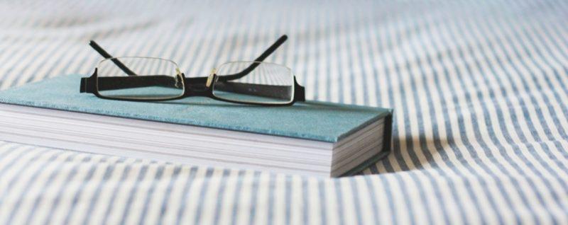 5 aplicativos para ler livros no celular - Photo by Kari Shea on Unsplash