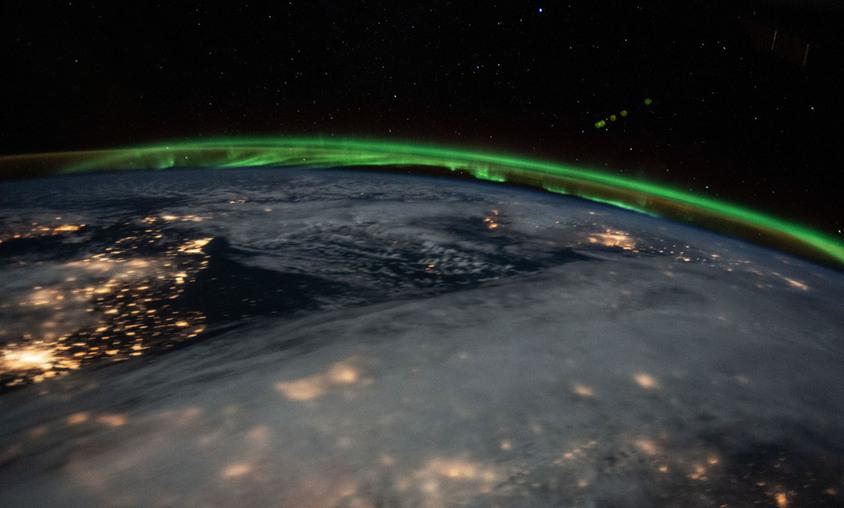 Sobre a França - (NASA)/33Giga/ND
