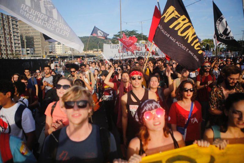 Manifestantes seguem pela Região Central de Florianópolis - Flávio Tin / ND