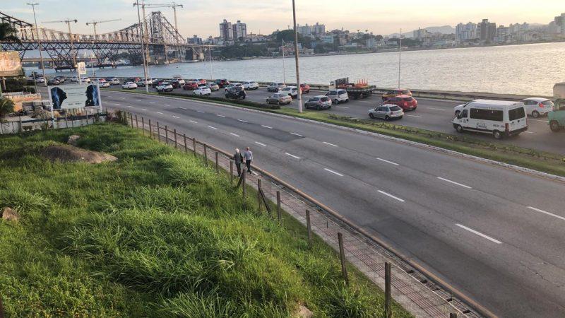 Vias da Beira-Mar sentido UFSC estão fechadas até a Gama D'eça - Flávio Tin/ ND