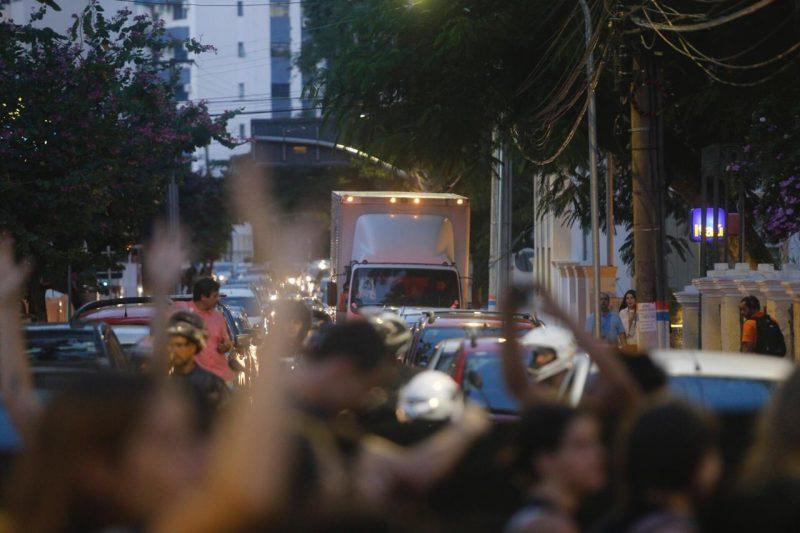 Manifestantes continuam protestos pelo Centro de Florianópolis - Flávio Tin /ND