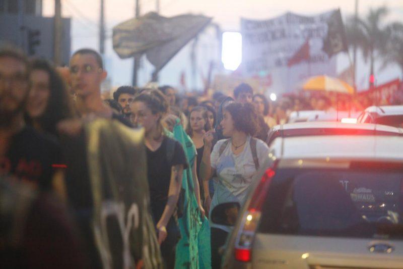 Manifestantes seguem nas ruas do Centro de Florianópolis - Flávio Tin /ND