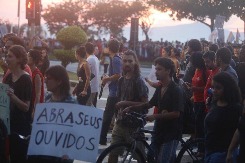 Muitos manifestantes levaram faixas para o protesto na Capital - Flávio Tin /ND