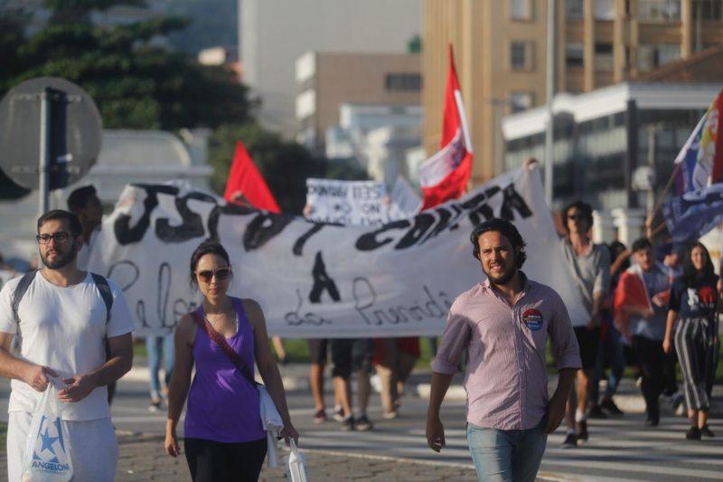 Manifestações seguem pelas ruas do Centro da Capital - protesto 8