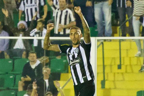 Rafael Marques, em seu sétimo jogo pelo clube, marcou seu primeiro gol, após assistência de Willian Popp - Matheus Dias/FFC/divulgação