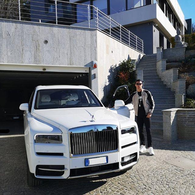 No seu Instagram, o craque português sempre exibe suas máquinas. O Rolls-Royce Cullinan foi o último a aparecer nas postagens - Foto: Reprodução/Instagram - Foto: Reprodução/Instagram/Garagem 360/ND