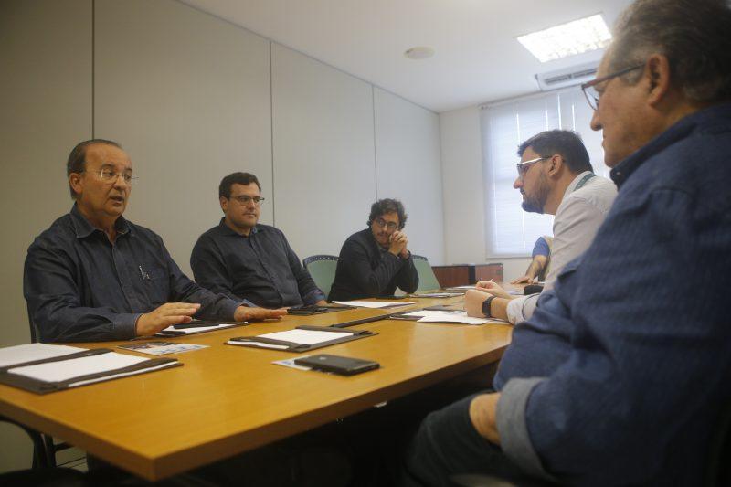 Jorginho Mello em entrevista a jornalistas do Grupo RIC - Flavio Tin/ND