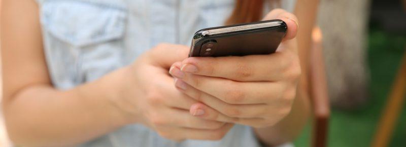 es legal espiar un celular