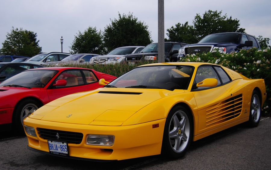 Antes: Ferrari Testarossa / Depois: Ferrari 512 TR - o primeiro facelift, em 1991, alterou não apenas a dianteira do veículo, mas também o seu nome - Foto: Forza355 via VisualHunt / CC BY-NC-ND - Foto: Forza355 via VisualHunt / CC BY-NC-ND/Garagem 360/ND