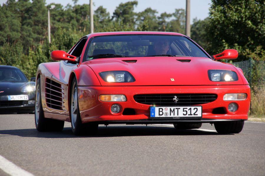 Antes: Ferrari 512 TR / Depois: Ferrari F512 M - três anos após a primeira mudança de nome (1994), a 512 TR passou a ser chamada de F512 M; as alterações visuais também foram maiores desta vez; a máquina saiu de linha em 1996 - Foto: Damors via VisualHunt.com / CC BY-NC-SA - Foto: Damors via VisualHunt.com / CC BY-NC-SA/Garagem 360/ND