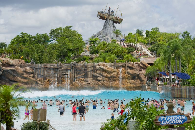 Também dedicado aos brinquedos aquáticos, o Disney's Typhoon Lagoon oferece atrações para toda a família. Os mais radicais podem se aventurar na piscina de surfe com ondas que atingem até dois metros de altura - Divulgação - Divulgação/Rota de Férias/ND