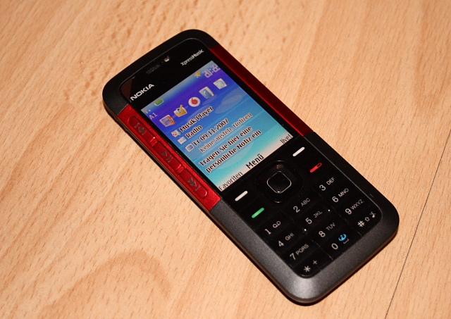 No mesmo ano de lançamento do iPod, a Siemens lançou o primeiro celular capaz de reproduzir músicas em MP3. Diversas outras empresas também investiram no formato, como a Nokia que lançou a linha Xpress Music, que focava no conteúdo musical. - Crédito: theowl84 via Visual hunt / CC BY/33Giga/ND