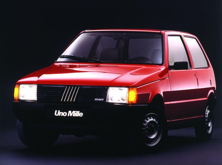 Mesmo os consumidores insistindo em chamá-lo de Uno, desde 1996 o compacto da Fiat havia mudado o nome para Mille - Foto: Divulgação - Foto: Divulgação/Garagem 360/ND