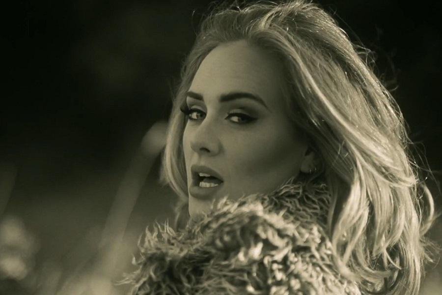 """16. Adele – Hello (<a href=""""http://bit.ly/2EX7s9Q"""">http://bit.ly/2EX7s9Q</a>): 2,49 bilhões de visualizações - Crédito: Reprodução YouTube/33Giga/ND"""
