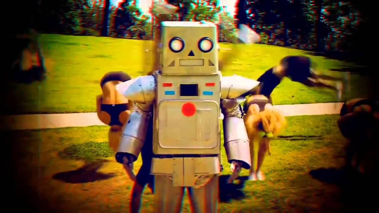 Robot – 3OH!3 (2011): http://bit.ly/2LsOaxK - Crédito: Reprodução YouTube/33Giga/ND