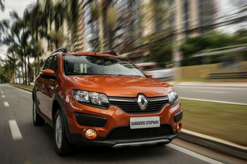 Antes: Renault Sandero Stepway/Depois: Renault Stepway; o Sandero é o mais novo integrante do time. Antes versão aventureira, a Stepway se emancipou e passa a ser nome próprio, ganhando mais opções de configurações - Foto: Divulgação - Foto: Divulgação/Garagem 360/ND