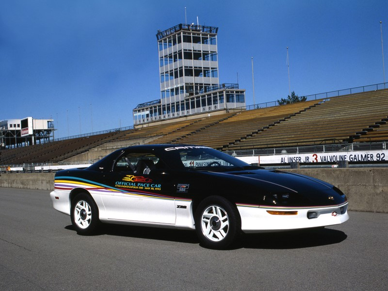 A segunda vitória de Emerson nas 500 milhas foi em 1993. Naquele ano, o Chevrolet Camaro Z28 acabou cumprindo o papel de carro madrinha - Foto: Divulgação - Foto: Divulgação/Garagem 360/ND