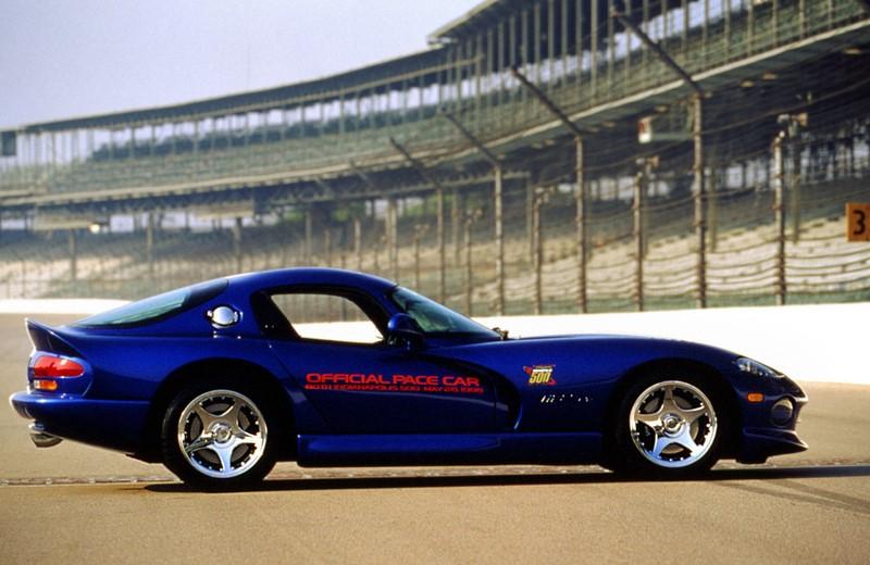 Um dos esportivos americanos mais emblemáticos da história, o Dodge Viper foi o carro de segurança das 500 milhas de 1996 - Foto: Divulgação - Foto: Divulgação/Garagem 360/ND