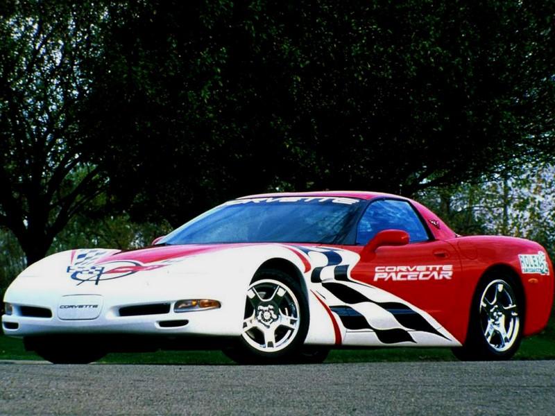 Outras categorias também investem em modelos esportivos para a função. Nas 24h de Daytona, por exemplo, o Chevrolet Corvette já cumpriu a função, em 1999 - Foto: Divulgação - Foto: Divulgação/Garagem 360/ND