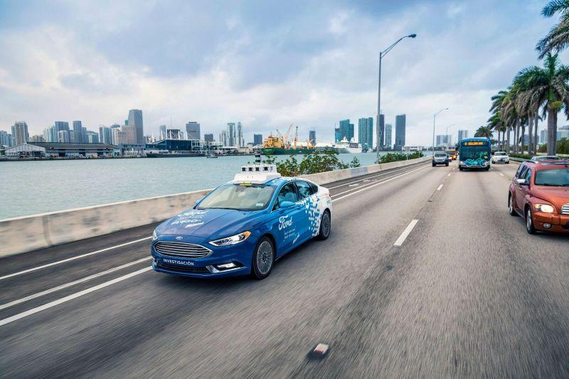 A Ford colocou nas ruas de Miami, EUA, um Fusion aotônomo; trata-se de uma parceria com o governo local - Foto: Divulgação - Foto: Divulgação/Garagem 360/ND