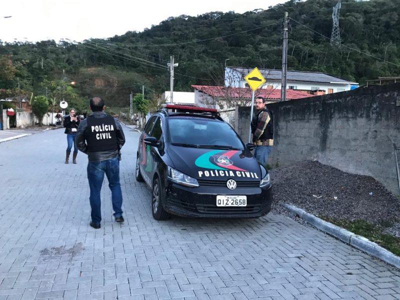 Policiais cumpriram mandados de busca e apreensão na casa de três adolescentes na manhã desta quinta-feira – Polícia Civil/Divulgação