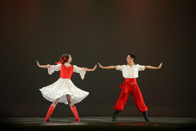 """""""Tatarochka"""", Academia de Ballet Elisa: 3º Lugar Duo - Sênior Danças Populares Internacionais - Nilson Bastian / Festival de Dança / Divulgação"""