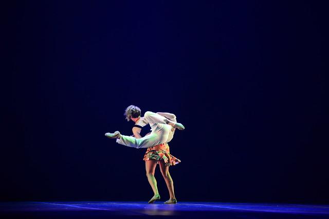 """""""Balanço"""", Lucas Jácomo e Iorhana Fernandes: 3º Lugar Duo-Sênior Danças Populares Brasileiras - Nilson Bastian / Festival de Dança / Divulgação"""