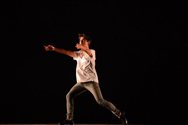 """""""Meu, que não é meu"""", Laboratório de Dança Fernanda Araújo: 2º Lugar Sapateado l Solo Masculino l Sênior - Nilson Bastian / Festival de Dança / Divulgação"""
