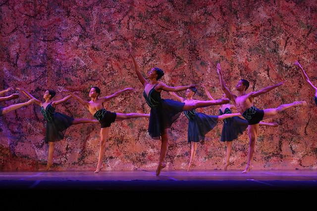 """Oníricos"", Ballet Paraisópolis: 3º Lugar Balé Neoclássico l Conjunto l Júnior - Maykon Lammerhirt / Festival de Dança / Dilvugação"