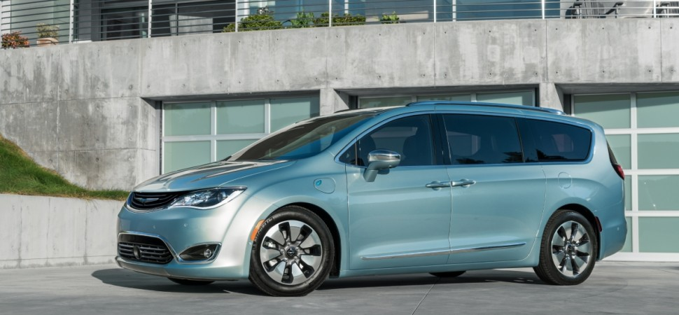 A empresa de buscas na web também fez uma parceria com o grupo FCA. Eles incluíram o modelo Chrysler Pacifica na frota de carros autônomos - Foto: Divulgação - Foto: Divulgação/Garagem 360/ND