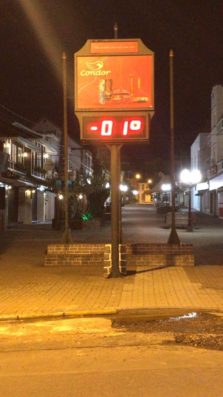 Termômetro em São Bento do Sul registra a temperatura durante a madrugada na cidade - Foto: Ricardo Alves / RICTV