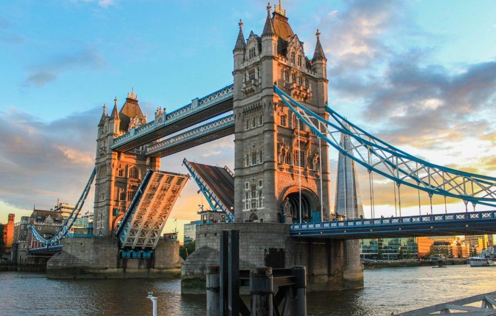 Tower Bridge, Inglaterra - VisualHunt.com - VisualHunt.com/Rota de Férias/ND