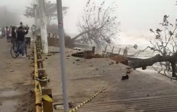 A Prefeitura de Balneário Piçarras está atenta aos danos provocados pela ressaca que nos atinge durante o dia de hoje (domingo, 21/07). - Divulgação