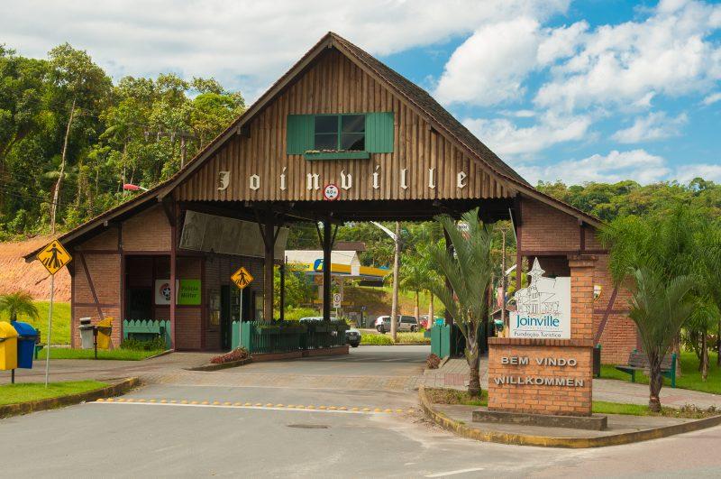 Traços europeus característicos da cidade são notados em pórtico logo na entrada – Markito/Santur/Divulgação/ND
