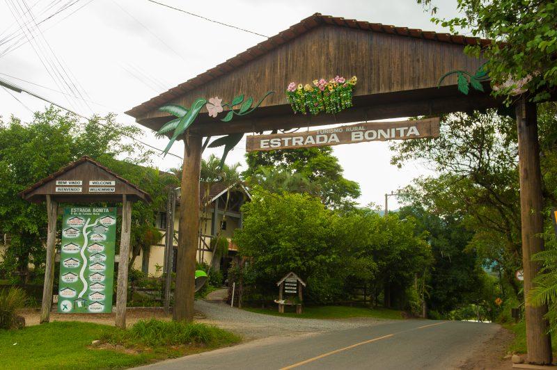 Em Joinville, a Estrada Bonita tem cinco quilômetros de comprimento e quem passa por lá aproveita a gastronomia, o turismo local e pode se hospedar em hotéis e pousadas – Markito/Santur/Divulgação/ND