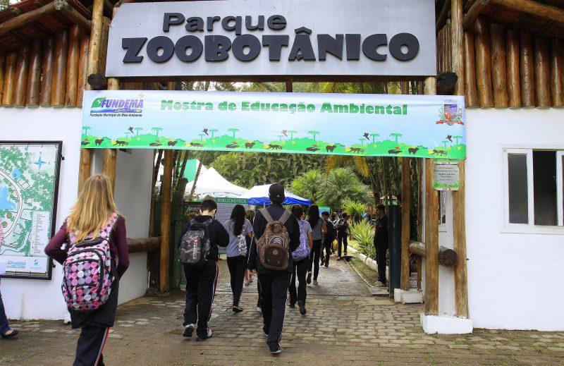 Dois pontos turísticos da cidade se encontram em um mesmo local: o zoobotânico virou espaço de lazer para as famílias e, de quebra, está no início da caminhada para quem deseja ver a cidade do alto. – Markito/Santur/Divulgação/ND