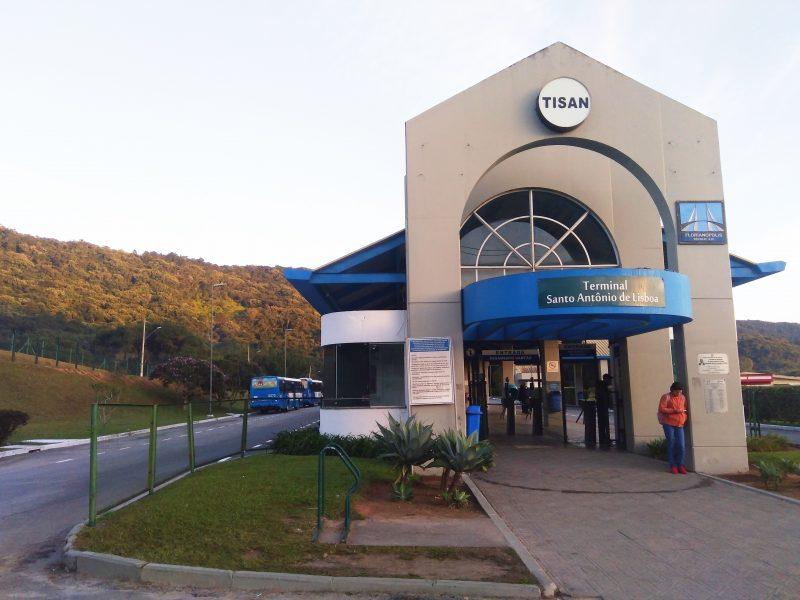 Passageiros reclamam da demora no intervalo das saídas de ônibus no Tisan (Terminal Integrado Santo Antonio de Lisboa) – Mônica Andrade/ND