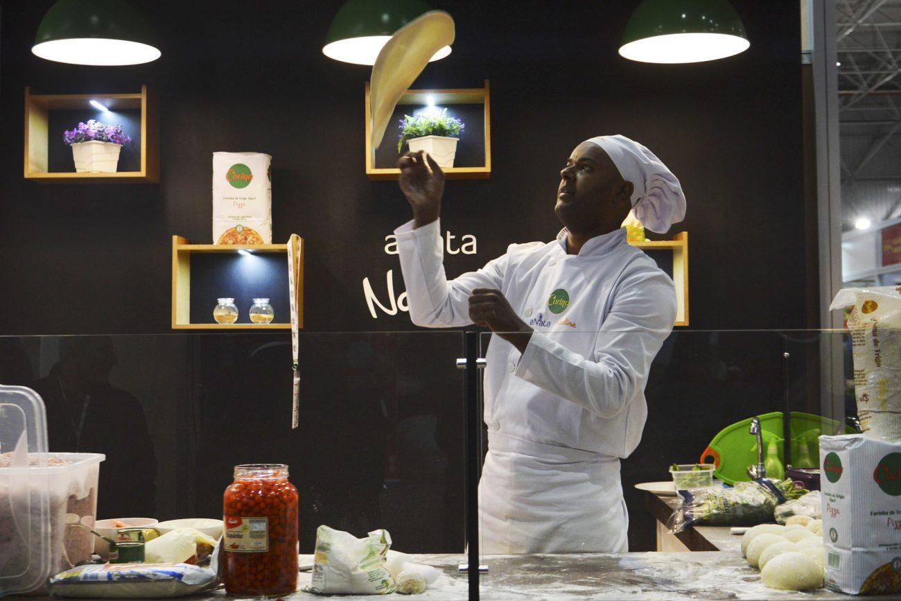 Em 1990, um supermercado na África do Sul produziu uma pizza com 37,4 metros de diâmetro. Com o sabor de mussarela, a pizza foi distribuída em 5 mil pedaços. - Rovena Rosa/Agência Brasil/ND