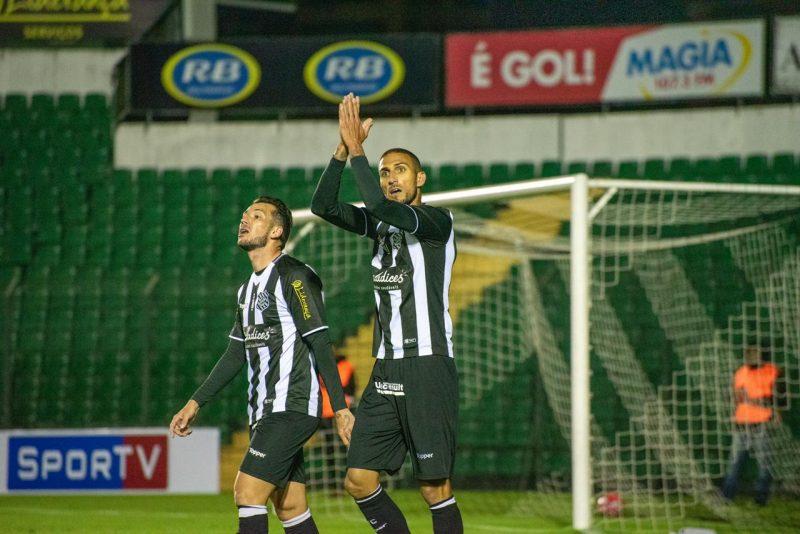 Rafael Marques comemora gol contra o Brusque - Matheus Dias/FFC