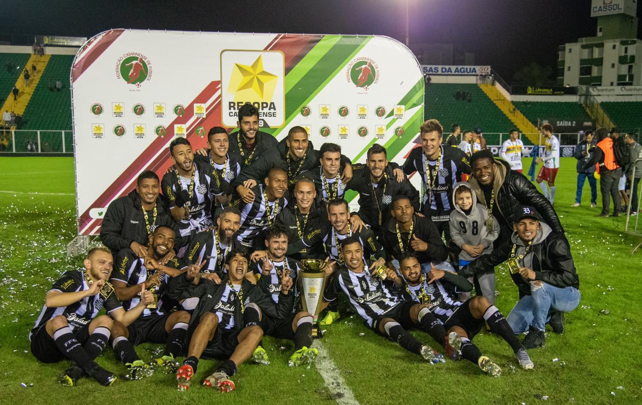 Jogadores do Figueirense comemoram o título da Recopa Catarinense 2019 - Matheus Dias/FFC/divulgação