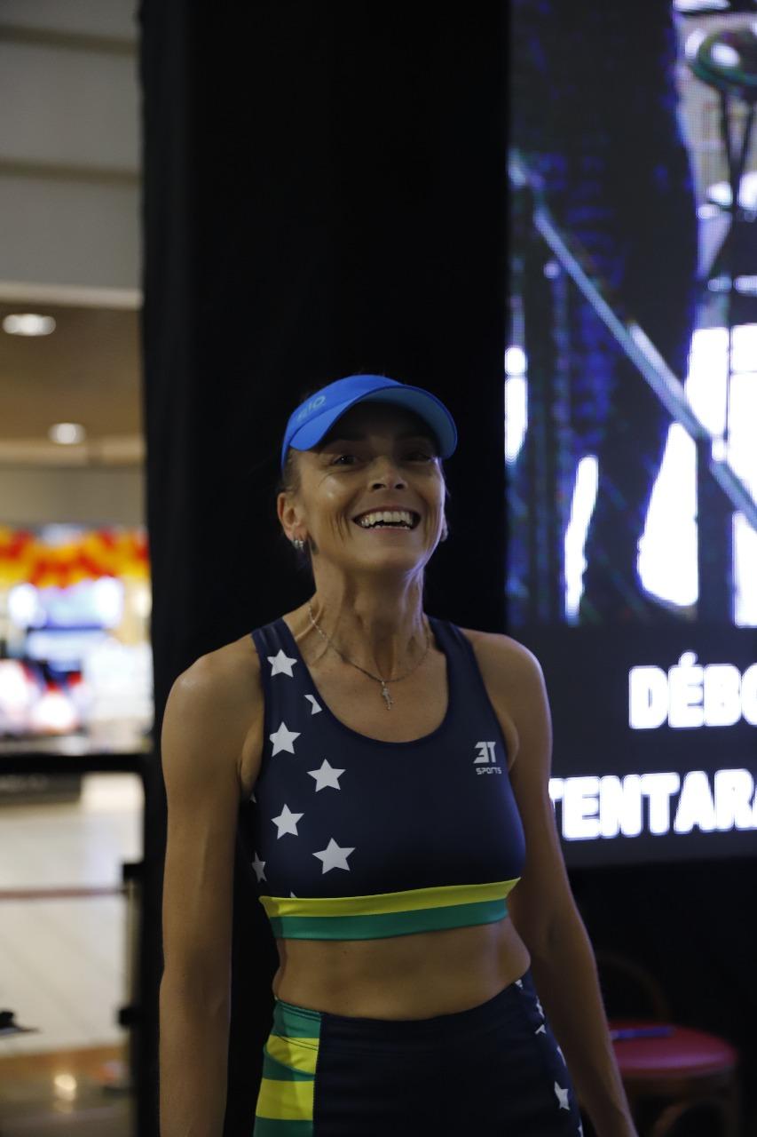 A ultramaratonista recebeu o apoio de Guga na manhã deste sábado - Eduardo Duks